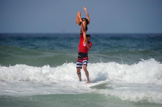 Les bonnes conditions ont permis au duo de s'imposer largement en finale grâce à sa maîtrise dans des vagues de bonne taille.