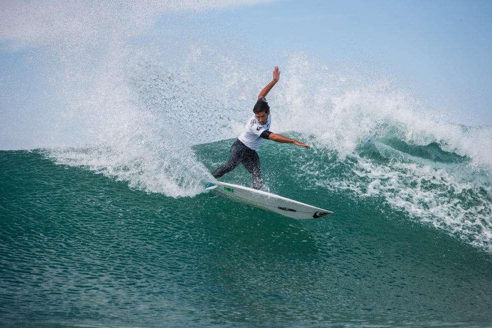 J flores surfer